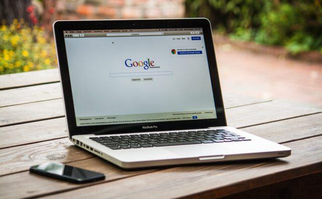 Laptop met Google